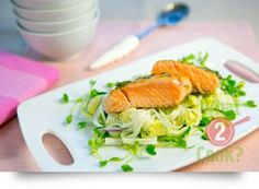 Grilled Salmon on Noodle Salad, Avocado, Chives & Dill: Fresh flavours of summer in this delicious salmon and avocado noodle salad Noodle Salad, Grilled Salmon, Avocado Salad, What To Cook, Fish And Seafood, Food For Thought, Grilling, Salads, Salad