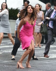 We are her to show you some hot and sexy Priyanka Chopra Boobs & clevage pics.Quantico star Alexa Pierce is too hot in bikini Indian Bollywood Actress, Bollywood Actress Hot Photos, Actress Pics, Beautiful Bollywood Actress, Bollywood Celebrities, Beautiful Indian Actress, Bollywood Fashion, Indian Actresses, Curvy Celebrities