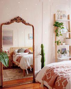 Bohemian Bedroom Decor Ideas - Bohemian Home Bedroom Bohemian Bedroom Decor, Bedroom Inspo, Home Bedroom, Modern Bedroom, Contemporary Bedroom, Pink Bedroom Walls, Master Bedroom, Vintage Bedroom Decor, Bedroom Interiors