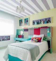 As bonecas continuam ali, mas agora são apenas enfeites nas paredes. Veja esta e outras inspirações para transformar um quarto infantil em dormitório para adolescente