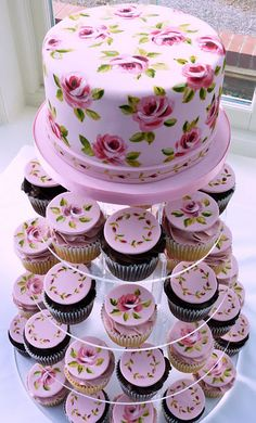 Nevie Pie Cakes ~ are a purveyor of hand-painted cakes. In fact, one of her specialties includes clusters of cupcakes with similar designs. Gorgeous Cakes, Pretty Cakes, Amazing Cakes, Fancy Cakes, Mini Cakes, Cupcake Cakes, Cup Cakes, Decoration Patisserie, Painted Wedding Cake