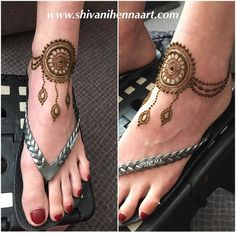 Henna with style and passion! Best Arabic Mehndi Designs, Finger Henna Designs, Mehndi Designs Feet, Legs Mehndi Design, Stylish Mehndi Designs, Mehndi Design Pictures, Bridal Henna Designs, Beautiful Henna Designs, Henna Tattoo Designs