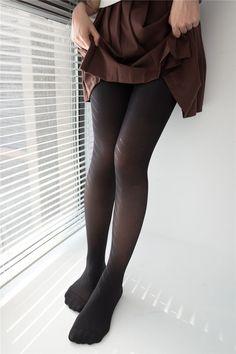 Pantyhose Legs, Japan Girl, Black Tights, Tight Leggings, Beautiful Legs, Sexy Legs, Pleated Skirt, Hosiery, Leather Pants