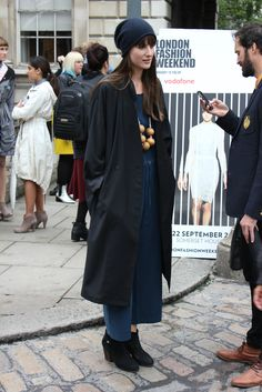 """""""DOWNTOWN DARLING"""" #trenchcoat #slouchhat #navy #streetstyle"""