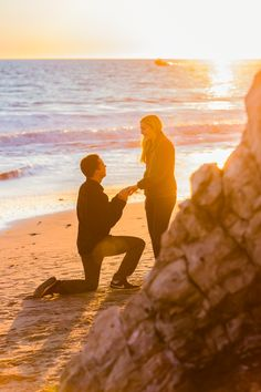 Sunset beach proposal picture ideas - oh best day ever Beach Proposal, Romantic Proposal, Perfect Proposal, Beach Engagement, Engagement Pictures, Engagement Ideas, Proposal Pictures, Proposal Ideas, Beach Pink