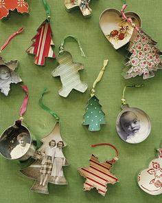 1. Julstrumpa av en tröja 2. Julgrandär man tager vad man haver 3. Ljuslykta med upp-och-nedvänd korg 4. Ljus i gammal kaffekopp 5. Kakformar med vackert inre 6. Beläst snögubbe 7. Minigranar i gamla krukor 8. Julgran av lampskärmar 9. Krans av kakformar 10. Julgranskulor av en gammal kofta 11. Krans av gamla julgranshängen 12.…