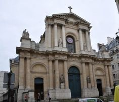 La façade de l'église Saint-Roch, un sanctuaire templier Paris.
