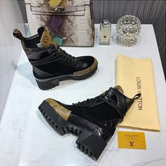 Louis Vuitton Boots, Walk This Way, Shoe Game, All Black Sneakers, Walking, Bags, Stuff To Buy, Shoes, Fashion
