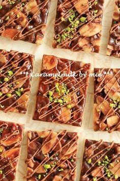 キャラメルショコラのフロランタン(アーモンドのお菓子)バレンタイン ... Galletas Cookies, Valentines Food, Baking And Pastry, Food Decoration, Dessert Recipes, Desserts, Gelato, No Bake Cake, Truffles