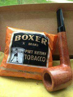 Goussard Lovat pipe (old Algerian briar) and Boxer tobacco (South African. Briar Pipe, Grilling Gifts, Pipes And Cigars, Summer Barbecue, My Childhood Memories, Do You Remember, African History, South Africa, Pipe Smoking