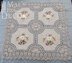 O envio gratuito de 85 cm crochet lace praça toalha de mesa para o casamento com flores bordados toalha de mesa para decoração de casa 2014 em Toalhas de mesa de Home & Garden no AliExpress.com | Alibaba Group Crochet Fabric, Crochet Quilt, Crochet Motif, Crochet Doilies, Lace Doilies, Crochet Lace, Crochet Cushion Cover, Crochet Cushions, Crochet Table Runner Pattern