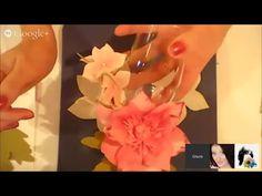 Бокалы для шампанского, украшенные цветком анемоны и гортензией из фоами...