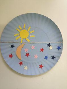 4º Dia da Criação. Deus fez o sol para iluminar o dia e a lua e as estrelas para iluminarem a noite. Trabalho manual feito com prato de papel, cordão, EVA, papel colorido e cola.
