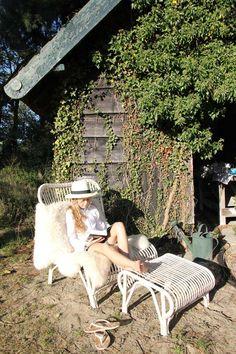 Retro design op het terras. Vincent Sheppard - http://www.wonenonline.nl/tuinieren/tuinmeubelen/tuinmeubelen-2013-tuintrends-vincent-sheppard-retrodesign.html