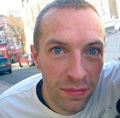 Chris Martin from Coldplay Beautiful Men, Beautiful People, Coldplay Lyrics, Chris Martin Coldplay, Blue Eyed Men, Very Short Hair, John Martin, Cool Bands, Everything