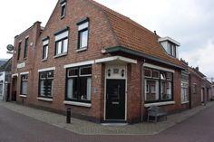 Authentiek café-pand met grote zaal te koop aangeboden op www.horecamarktplein.nl.