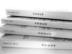 Magazines Vogue uploaded by Constance on We Heart It Foto Magazine, Vogue Magazine, Anna Wintour, Addicted Series, Gain Followers, Devil Wears Prada, Gone Girl, Rachel Green, Vogue Covers