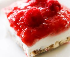 This Raspberry Cream Dessert has three incredibly delicious layers that each bring an exciting aspect to the recipe. This will become an instant favorite! Raspberry Desserts, Köstliche Desserts, Summer Desserts, Dessert Recipes, Raspberry Sauce, Yummy Treats, Sweet Treats, Dessert Aux Fruits, 9x13 Baking Dish