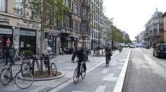 Træer, nye belægning, færre biler og bedre plads til cafeernes udserveringer er realiseret med den forskønnede Vester Voldgade. Men der er forvirring over den ny cykelsti, hvis design ikke tydeligt adskiller cyklisternes og fodgængernes rum.