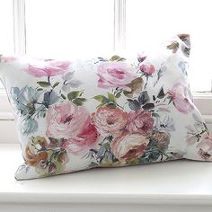 ❥ painterly rose cushion just simply divine.