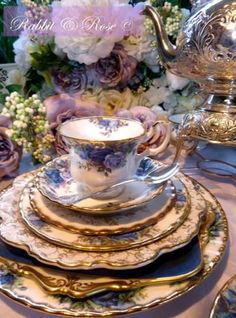 Tablescape ...♥♥...Royal Albert china in the blue instead of the red Old Country Roses