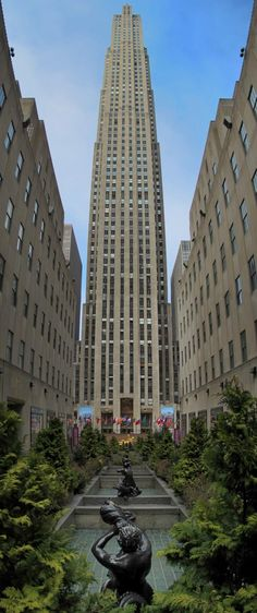 Rockefeller Center by aylmerqc on flickr New York City