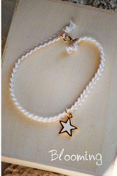 Μαρτυρικα βραχιολακια αστερι 022 Christening, Pearl Necklace, Bloom, Diy Crafts, Pearls, Projects, Baby, Jewelry, Ideas