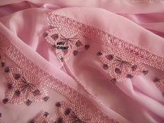 2016 en yeni iğne oyası modelleri (2) Needle Lace, Alexander Mcqueen Scarf, Elsa, Needlework, Diy And Crafts, Dots, Brooch, Crochet, Pattern
