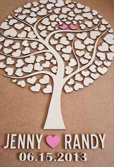"""Met de hand gemaakt """"gastenboek"""" voor de bruiloft. Bestaat uit een levensboom met 2 lieve vogeltjes. Op de blaadjes kunnen alle gasten hun naam schrijven. De basis van de boom wordt gevormd door de 2 namen van het bruidspaar en hun trouwdatum"""