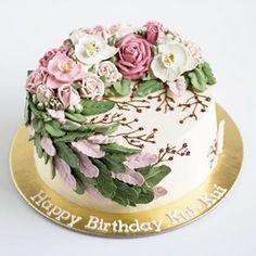 Happy Sunday! Dont forget to smile 😃 .  .  .  .  .  .    #buttercream #buttercreamcake #cakestagram #instacake #lilbitesid #ciakholiao #flowercake #foodphotography #food52 #f52grams #birthdaycake #foodgawker #buzzfeast #eeeeeats #eatandtreats #sgbakes #goodeats #homebaked #huffposttaste #hidupuntukmakan #makanmana #nomnom #vscocam #bonappetit #wiltoncakes #yahoofood #onthetable #cakedecorating #wtfoodies #thekitchn