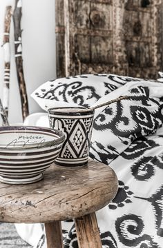 The folk trend in interior design has a homespun Nordic influence this year, with clean cut paper designs, block prints, tie dyes and ikat weaves. Find moe hot fall home decor trends here! Fall Home Decor, Autumn Home, Home Decor Trends, Decor Ideas, Shabby Chic Style, Ikat Bedding, Ethno Design, Deco Boheme, Sweet Home