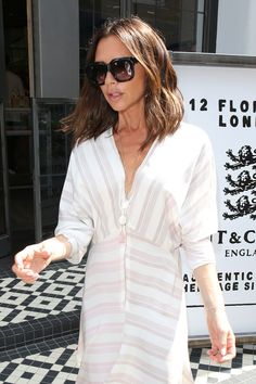 ) Lets Her Hair Down for Summer - At Men's Fashion Week in London, Victoria Beckham stepped out in a long easy bob—and the depart - Viktoria Beckham, Victoria Beckham Outfits, Victoria Beckham Style, Victoria Beckham Hairstyles, Victoria Style, Jennifer Aniston, Victoria And David, Victoria Fashion, Short Hair Styles Easy