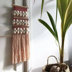 "70 mentions J'aime, 4 commentaires - nom. (@studio.nom) sur Instagram : ""Loving the morning sun☀️ #nomvolvankleur #madebynom #tapestryweaving #smallbusiness #springfeeling…"""
