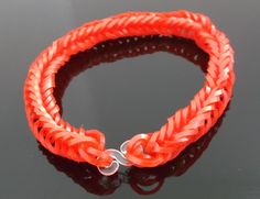 Bracelet fishtail loom rouge vif : Bracelet par magic-color-bracelet