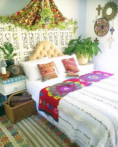 I like the screen painted white against the wall behind the bed/head board