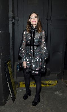 Continuing her fashion week rounds, Mandy Moore made a stylish appearance at the Marc Jacobs show in New York City.