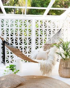 Backyard Hammock Ideas -Laying in a hammock is one of the most relaxing points worldwide. Check out lazy-day backyard hammock ideas! Backyard Hammock, Outdoor Hammock, Outdoor Balcony, Backyard Patio, Outdoor Spaces, Outdoor Living, Outdoor Decor, Hammocks, Indoor Outdoor