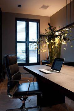 rich warm colour scheme for the home office - designer Erik Koijen, Denise Keus Fotografie Home Office Space, Office Workspace, Home Office Design, Home Office Decor, House Design, Home Decor, Men's Home Offices, Interior Decorating, Interior Design