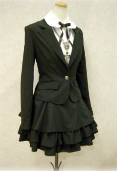 This outfit is like business woman, meets school girl, meets gothic lolita babe. I totally love it!