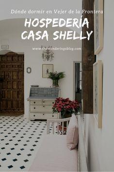 Dónde dormir en Vejer de la Frontera: Hospedería Casa Shelly (The Wandering S) Entryway Bench, Furniture, Home Decor, Houses, House Decorations, Homemade Home Decor, Hall Bench, Home Furnishings, Interior Design