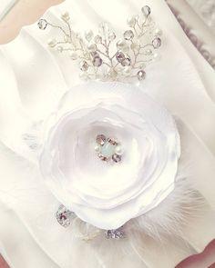 Bridal Hair Comb, Bridal Flower, Wedding Hair Accessories, Bridal Headpieces, Crystal Headpieces for Wedding de ChiksCollections en Etsy