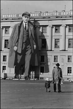 Henri Cartier-Bresson. Leningrad, Russia (1973)