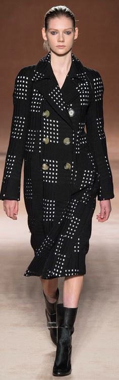 Victoria Beckham Collections Fall Winter 2015-16 collection.               I