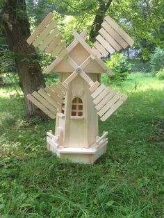 Arts and Crafts style shelves Popsicle Crafts, Craft Stick Crafts, Wood Crafts, Woodworking Projects Diy, Diy Pallet Projects, Wooden Windmill, Diy Garden Fence, Wood Pallet Furniture, Wood Ornaments