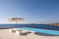 Casa Infinity Arquitectura Minimalista / AABE Baleares, España http://www.arquitexs.com/2014/09/casa-infinity-arquitectura-minimalista-AABE.html