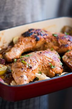 Super easy 10 ingredient sumac chicken is full of wonderful Middle Eastern flavours and is a quick dinner dish, enjoyed best with spiced yogurt and pitas. Turkey Recipes, Chicken Recipes, Dinner Recipes, Dinner Ideas, Frango Chicken, Lemon Butter Chicken, Man Food, Middle Eastern Recipes, Cata