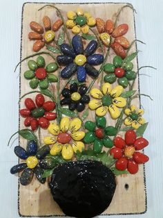 Another small pallet art picture. This one's for my mother in-law. She is a great artist/crafter. She does – BuzzTMZ Stone Crafts, Rock Crafts, Diy Arts And Crafts, Hobbies And Crafts, Clay Crafts, Stone Pictures Pebble Art, Stone Art, Pallet Art, Small Pallet