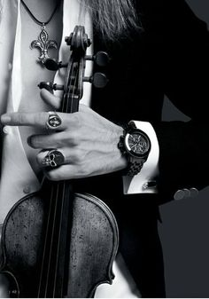 The hand of David Garrett. ♪ ♥ ♪ ♫ ♪ ♥ ♪