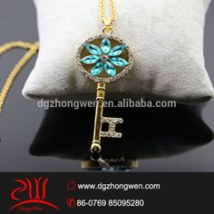 Stainless steel fashion jewelry crystal dubai gold key pendant for men