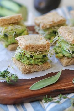 Herby mashed avocado finger sandwiches with cucumber and sprouts are a fresh and healthy appetizer for any occasion. Today's my last full day in Alaska, and I already know I'll be missi… Healthy Sandwiches, Tea Sandwiches, Easy Finger Sandwiches, Cucumber Sandwiches, Healthy Appetizers, Healthy Foods To Eat, Party Appetizers, Vegan Finger Foods, Christmas Appetizers